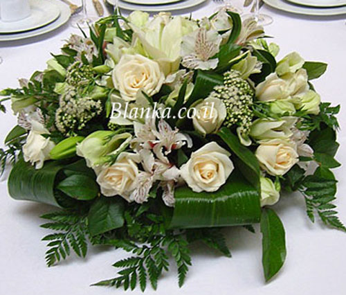 Arrangement of flowers on the table Blanka -111