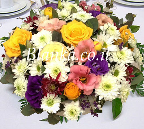 Arrangement of flowers on the table Blanka -48